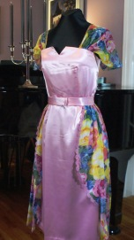 Robe en satin et mousseline
